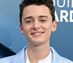 Noah Schnapp Height Weight Shoe Size Body Measurements Stats Facts