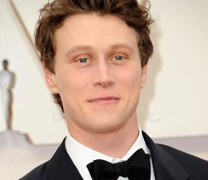 George MacKay Height Weight Shoe Size Measurements Facts Family Bio