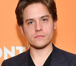 Dylan Sprouse Height Weight Shoe Size Measurements Family Ethnicity