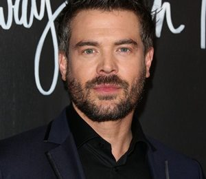 Charlie Weber Height Weight Shoe Size Measurements Family Facts
