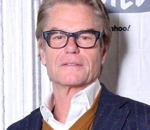 Harry Hamlin Height Weight Shoe Size Body Measurements Family