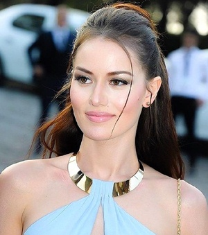 Actress Fahriye Evcen