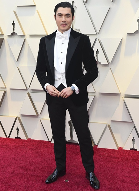 Henry Golding Height Weight Shoe Size