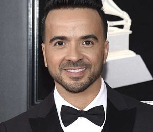 Luis Fonsi Height Weight Shoe Size Measurements Vital Stats
